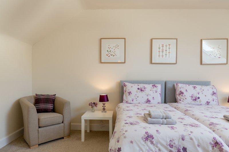 Chambre 2 avec lits jumeaux et salle de bain