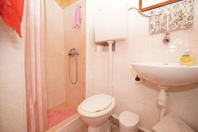 H(3+1): bathroom with toilet