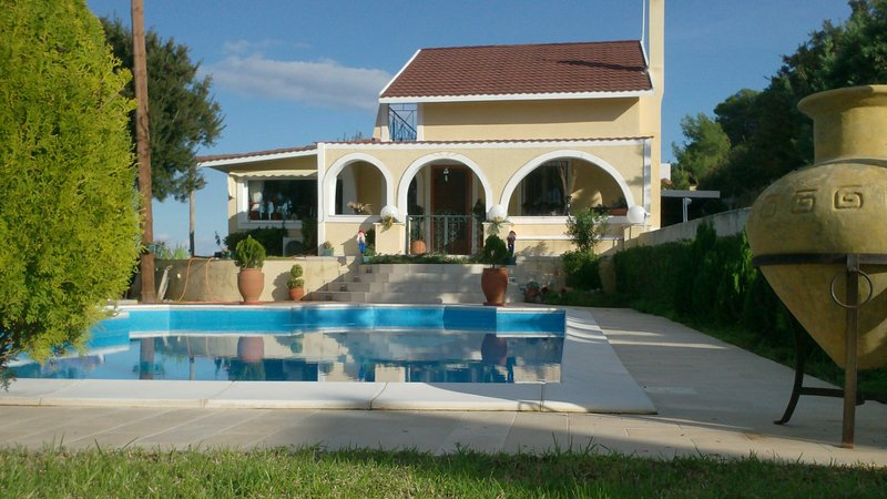 Private pool villa with amazing views & gardens, vacation rental in Saronic Gulf Islands
