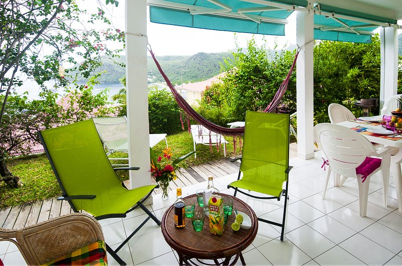Lagrande garden terrace, magnificent sea and village. hammock, lounge chairs, BBQ, WIFI, blinds.