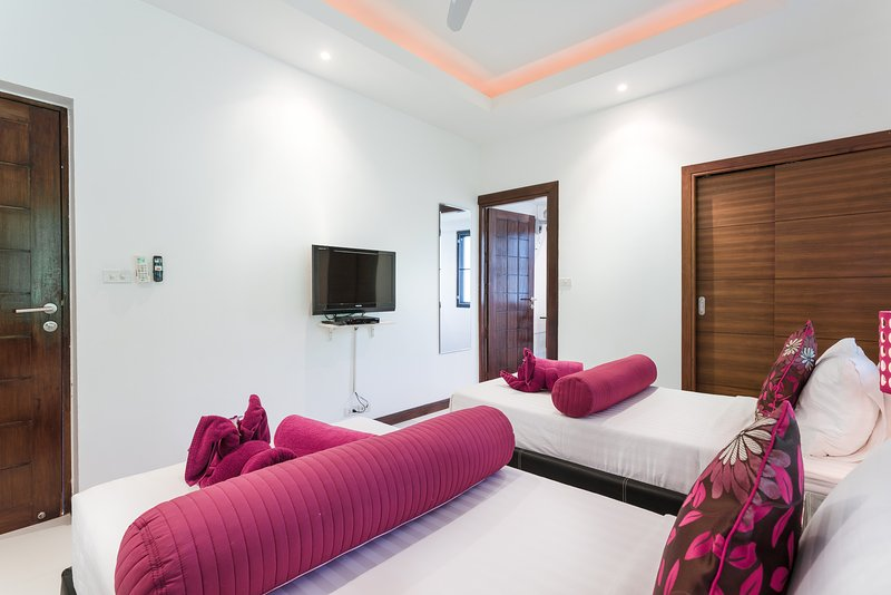 3rd guest bedroom with its own TV system, this bedroom can also be set up as 2 single beds