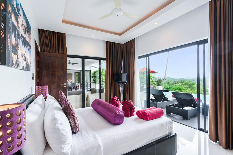 2nd en-suite guest bedroom with stunning pool and sea view's
