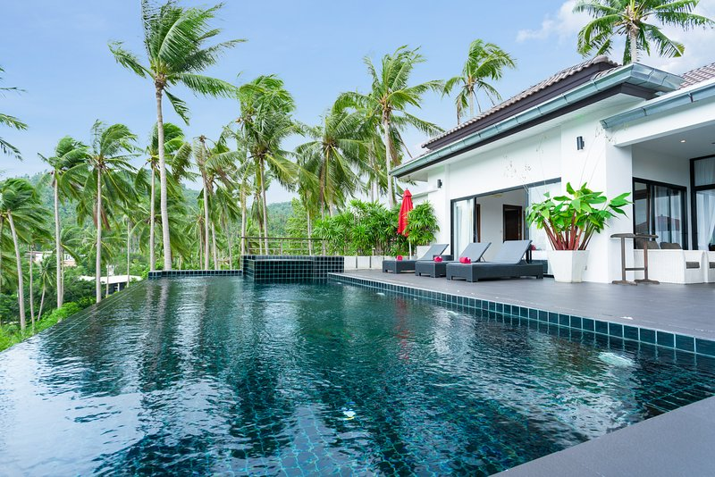 The stunning pool with its un-heated jacuzzi at the end of the pool