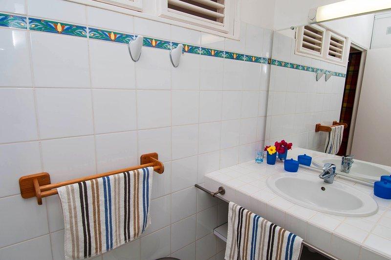 bathroom, detail.
