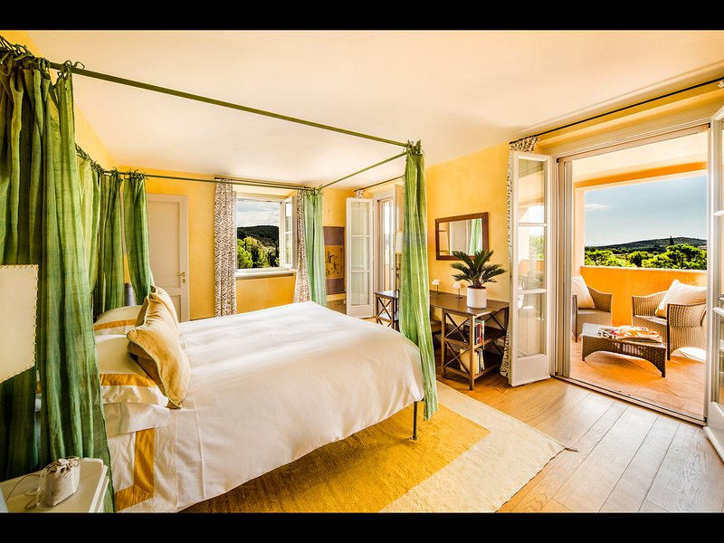 Master Bedroom 2 with en-suite Bathroom and private balcony overlooking the sea_First Floor