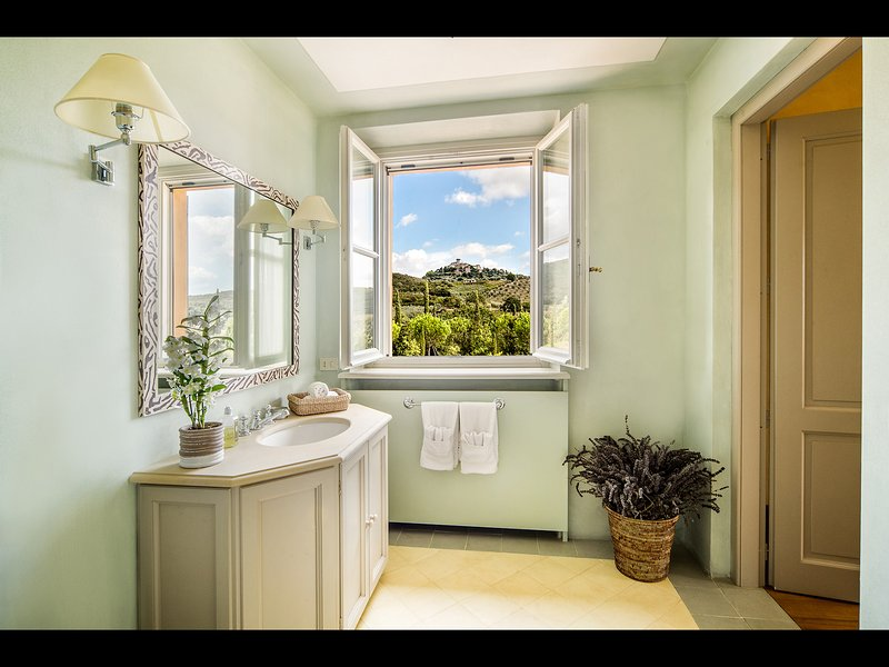 En-suite Bathroom with direct view on the lovely town of Capalbio