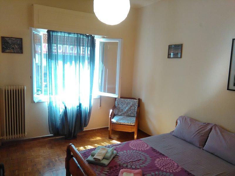 Vintage apartment , 700m from metro, holiday rental in Chaidari