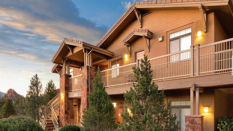 Nuestro apartamento de 2 dormitorios, 2-baño está ubicado entre la belleza de barrido de Red Rock Country