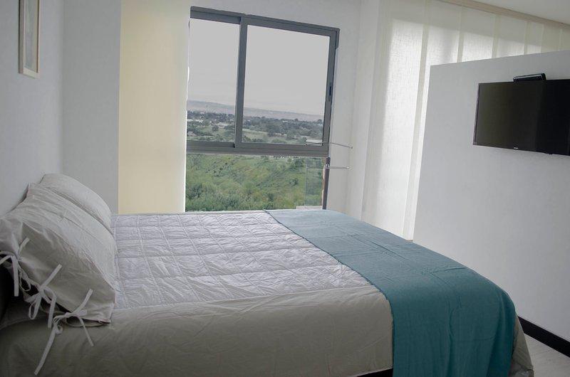 queen bed. Directv signal