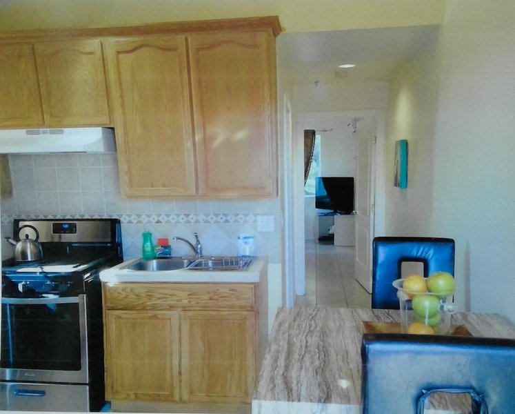 Excelent for Monthly Stays- Single apartment unit, location de vacances à Downey