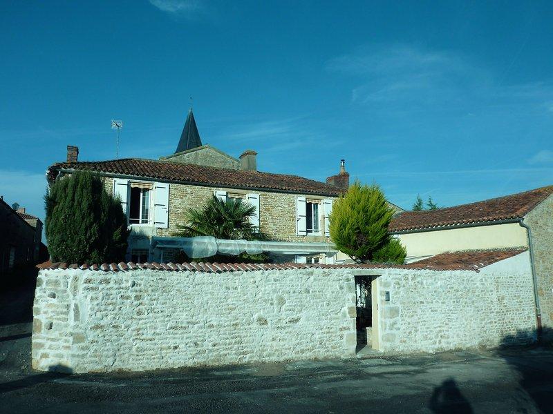 le relais de la cure chambre d'hotes, location de vacances à Saint-Jean-de-Beugné