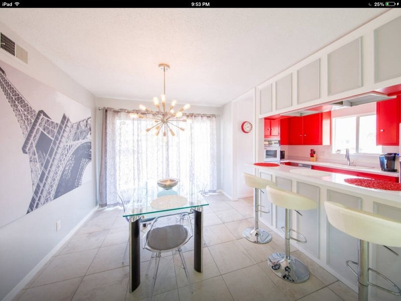 ***Mid Century Modern Monthly Condo in So.End, Indian Canyon , Golf & Hiking ***, holiday rental in Palm Springs