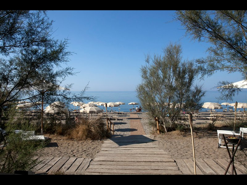 'Alla Dogana' Beach club & Restaurant, just minutes away...