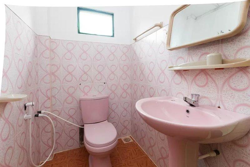 Bentota White Villa, holiday rental in Aturuwella