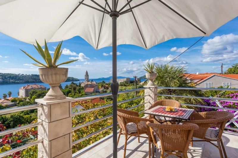 Wake up to a sea view from your bed in ap. Dino, alquiler de vacaciones en Sudurad