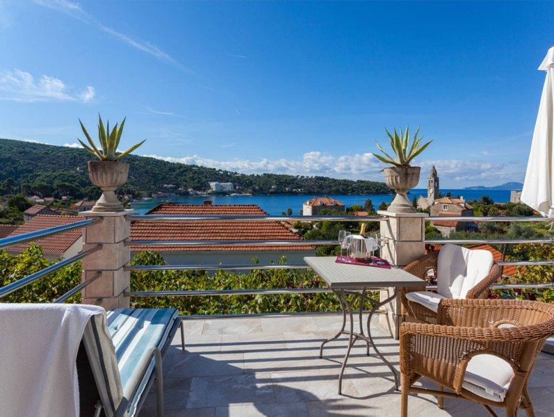 Spacious apartment Beti with a view to kill :), alquiler de vacaciones en Sudurad
