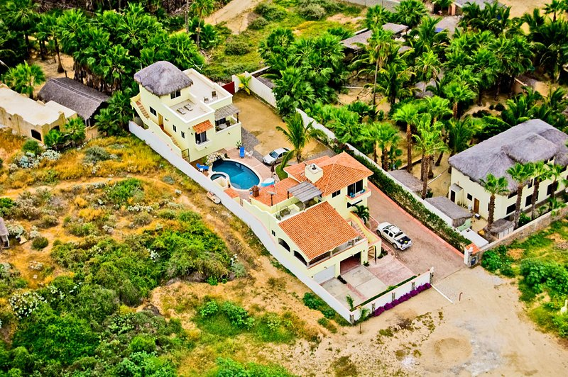 Pescadero Palace 3BR Guest House on Beach w/Pool and Jacuzzi!, holiday rental in Apodaca