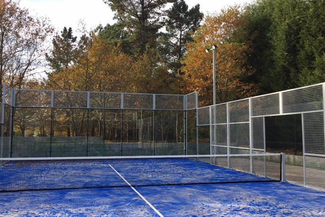 Paddle tennis with artificial grass, GLAZED AND LIGHTS TO BE ABLE TO ENJOY NIGHT