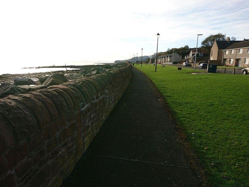 El camino costero hacia West Wemyss, Kirkcaldy y áreas Burntisland.