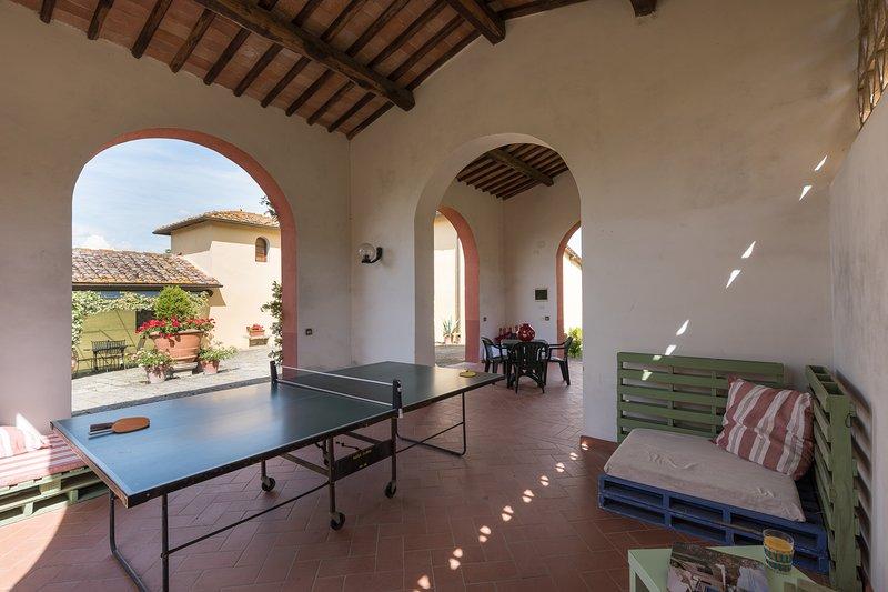 Zone communautaire avec table de tennis