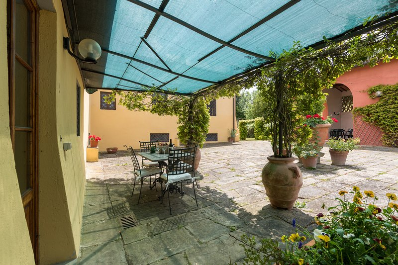 One bedroom apartment close to Florence with swimming pool, apt. #2, holiday rental in San Michele a Torri