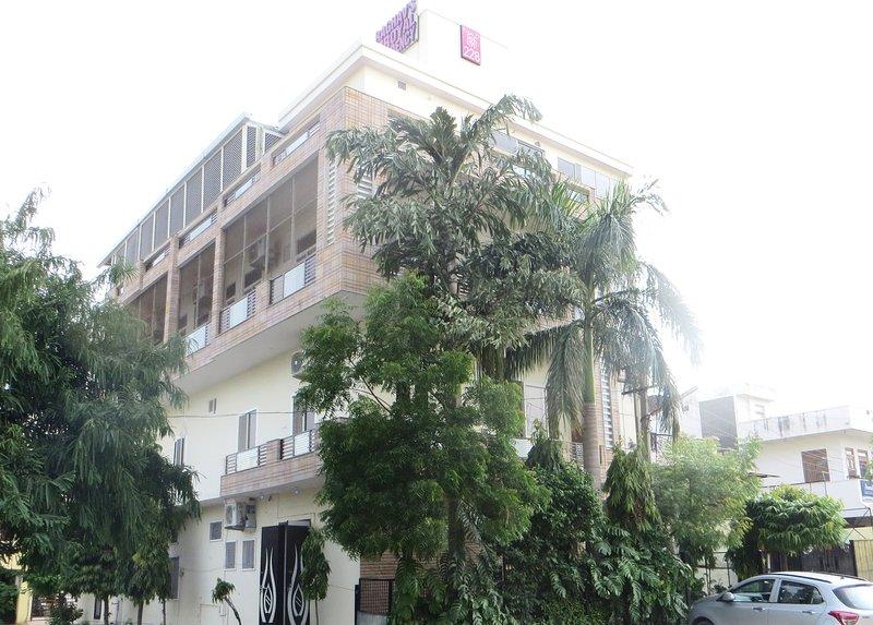 Raghavs Royal Residency bnb guest house entire floor, casa vacanza a Durgapura