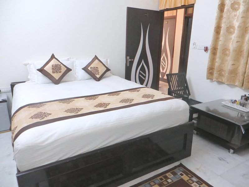 Queen Room Raghavs Royal Residency, casa vacanza a Durgapura