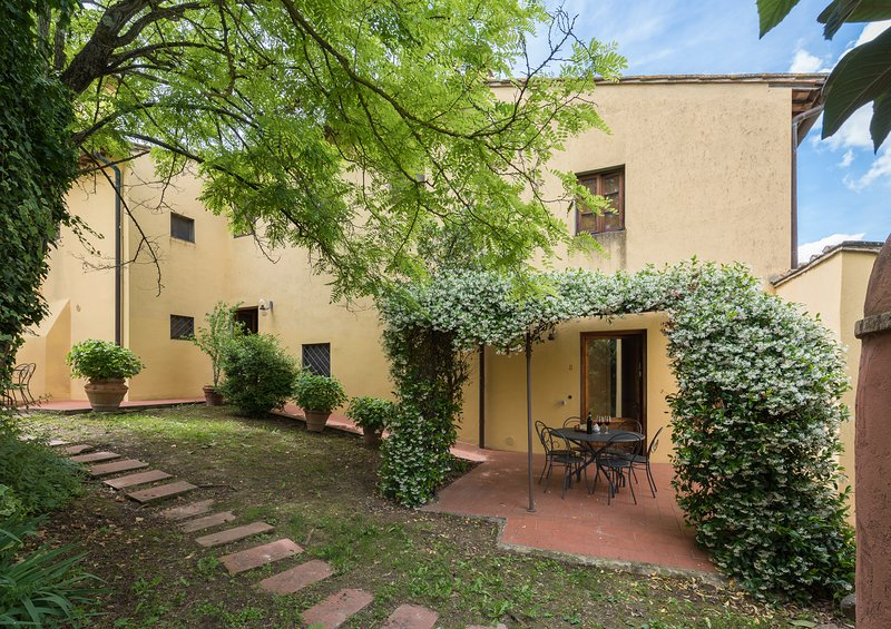 Tuscan farmhouse apartment with two bedrooms and 2 bathrooms, apt. #8, holiday rental in San Michele a Torri