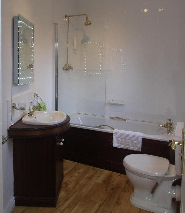 Ardclinis twin room ensuite, bath with shower over bath