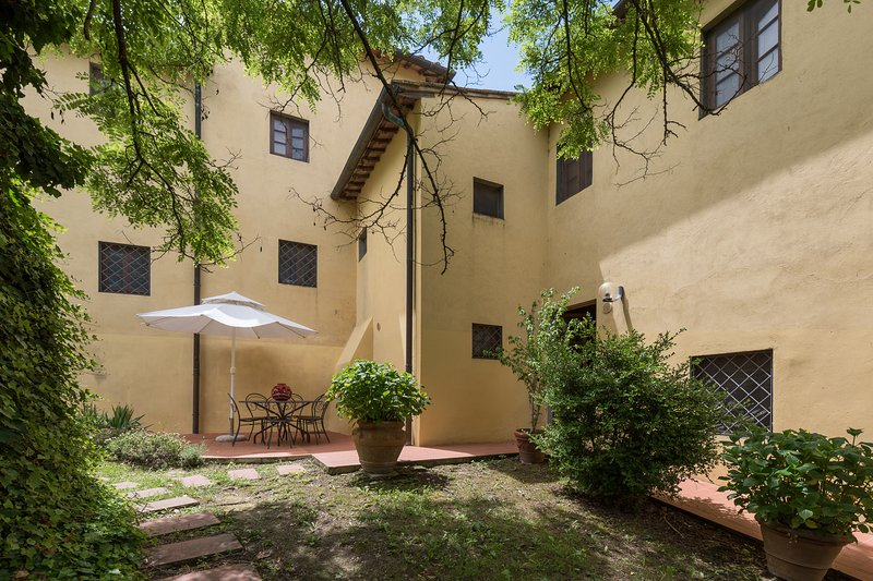 Apartment with two bedrooms and swimming pool in the Chianti area, apt. #7, holiday rental in San Michele a Torri