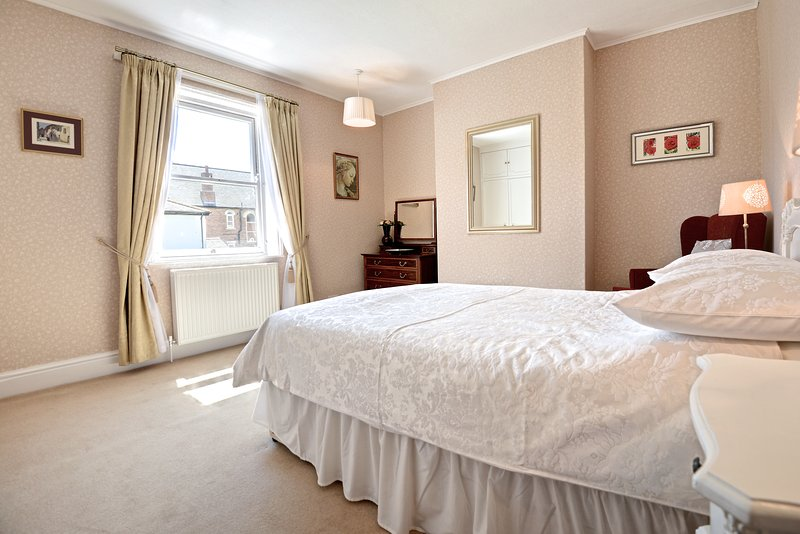 Lovely first-floor double bedroom with double bed, fitted wardrobes and great views of front garden