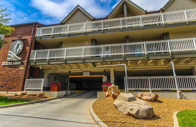 1BR Condo at The Skiers Lodge walk to Ski Lift!, vacation rental in Park City