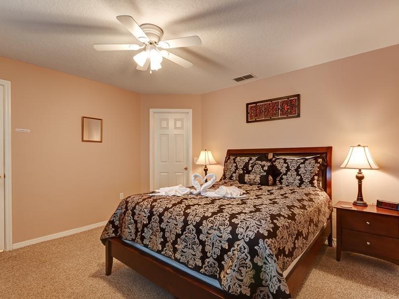 Chambre double avec salle de bains et une grande douche spacieuse