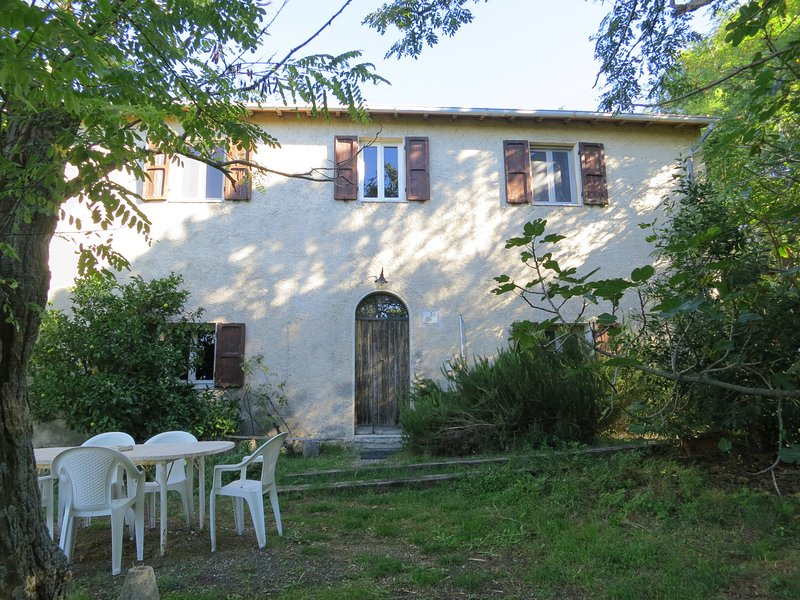 Podere Vallari- Casa Grande, big guest house in the tuscan hills for 4-6 people, holiday rental in Riparbella