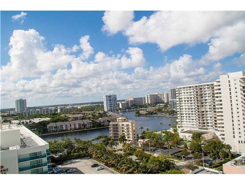 2/ 1.5 Luxurious OceanFront condo on Ocean Dr, Hollywood FL, vacation rental in Miramar