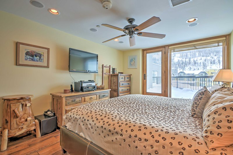 After a day on the slopes, return home to take a rejuvenating nap on this cozy king-sized bed.