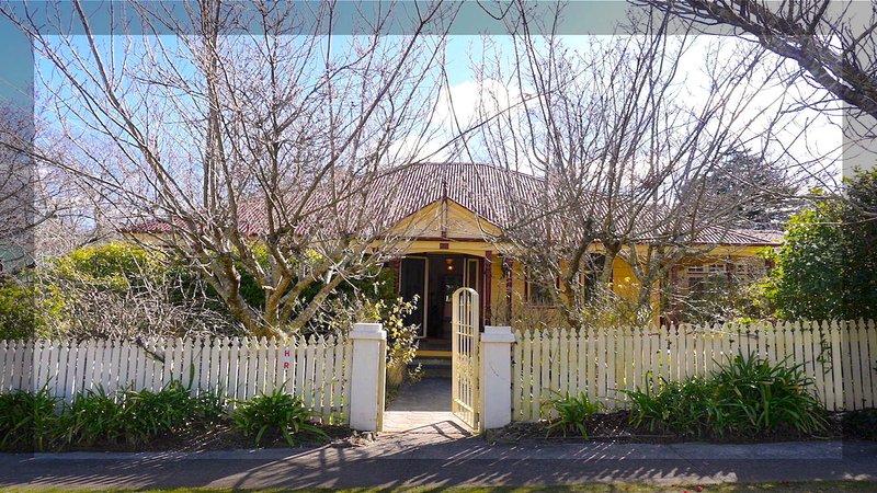 """""""Holmcroft"""" Leura casa Character 4 quartos em rua tranquila perto de Leura Vila e estação de comboios."""