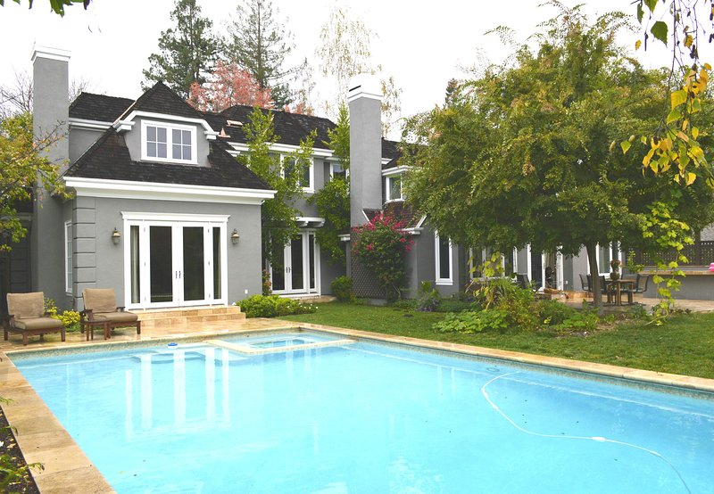 Luxury home in the heart of Menlo Park, aluguéis de temporada em Atherton