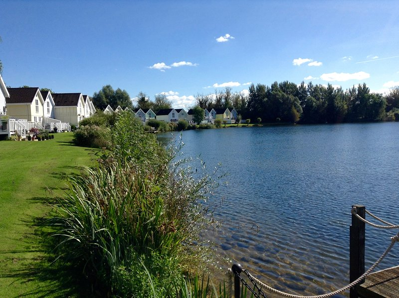 Cotwold Water Parks Lakeside holiday lodge, vacation rental in South Cerney