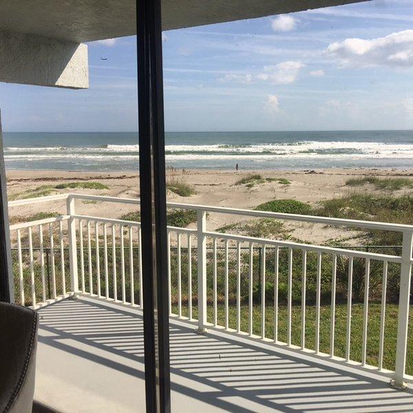 Mooie 2e verdieping in hoekopstelling op het strand met direct uitzicht op het strand en het zwembad