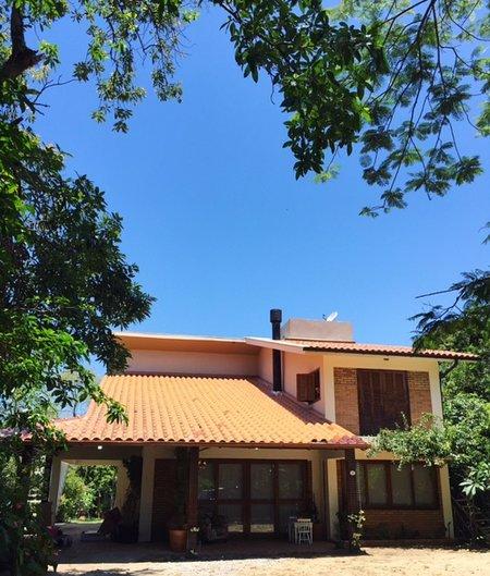 Haus mit 200 m², großer integrierter Balkon mit Terrasse / Parkplatz 250m². bewaldet