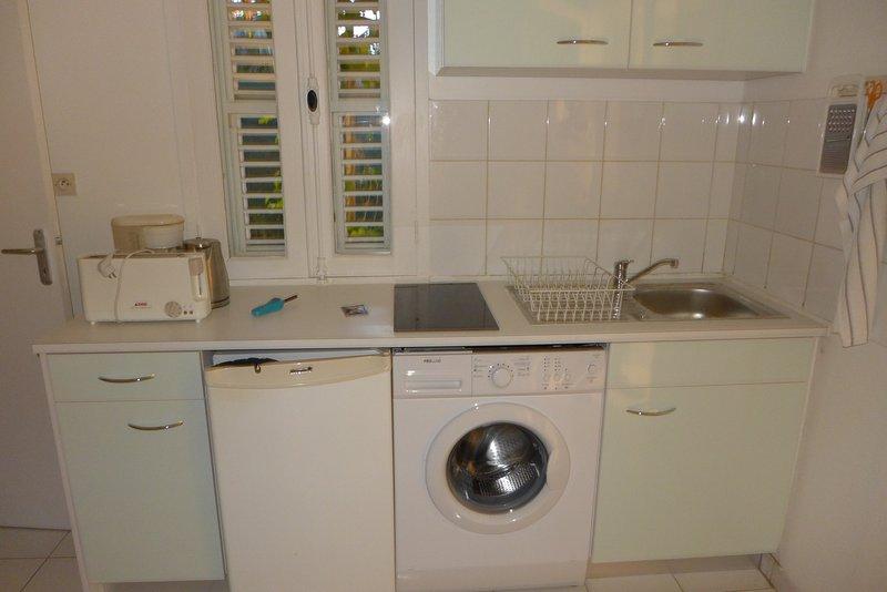 new kitchen 2017 WASHING MACHINE, complete equipment, microwave, toaster, coffee maker, refrigerator