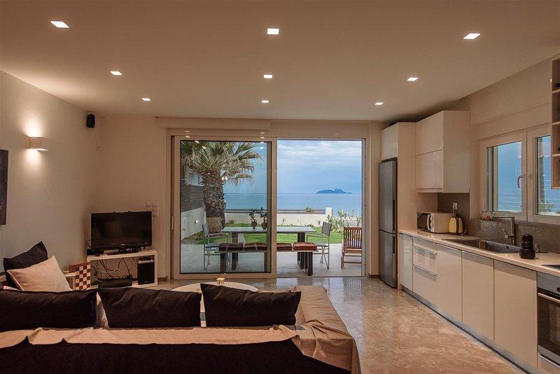 LIDIA BEACH SUITES (SUITE LIDIA), vacation rental in Vori