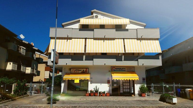 ' SIMPATICA SILVI ' appartamento in quadrifamigliare a 400 mt dal mare, holiday rental in Province of Teramo