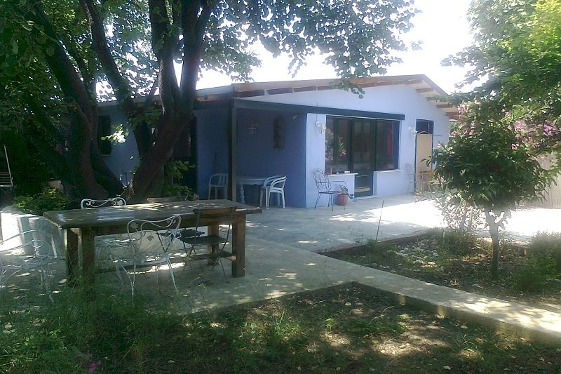gardenhouse privat ideal for family near the beach only 40km from Athens center