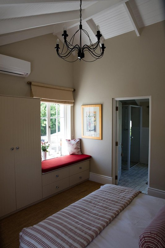 Second bedroom in main building with ensuite bathroom.