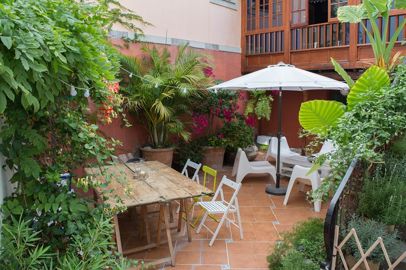 Casa San Roque - 1 bedroom apartment with Patio near old Las Palmas, holiday rental in Tafira Baja