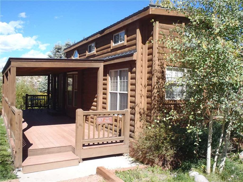 Modern 1 BR with Sleeping Loft Cabin on the Taylor River at Three Rivers Resort in Almont (#67), alquiler vacacional en Almont