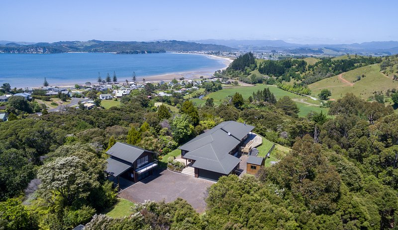 Treetops Cottage, holiday rental in Whitianga