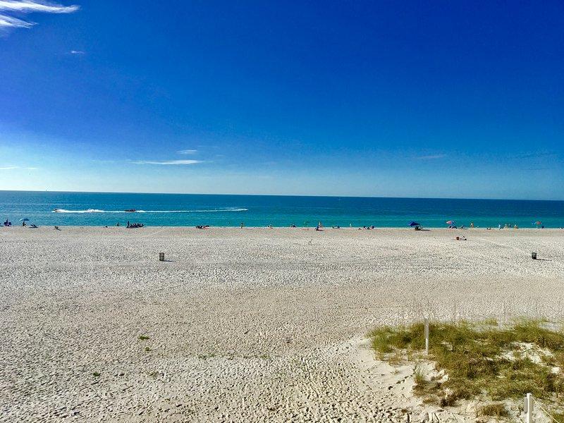 WOW Beach Access 30 seconds away